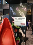 Nicht der Schuh des Manitou ... Publikumsmagnet roter Schih - nicht nur für Frauen ...