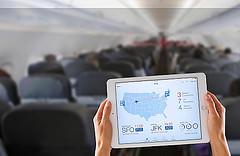 Verspätung und Probleme mit dem Anschlussflug: Flugbegleiter mit iPads buchen Passagiere direkt um.