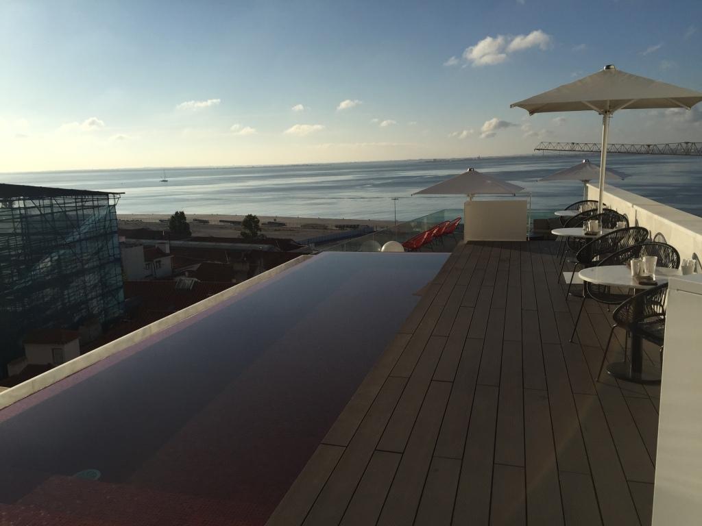 Blick von der Dachterrasse des Memmo Alfama.